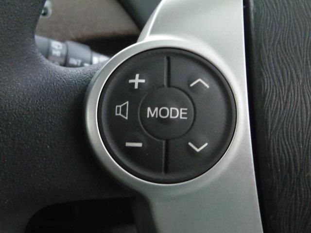 【ステアリングスイッチ】左です。ハンドルから手を離さずにオーディオ操作ができます。