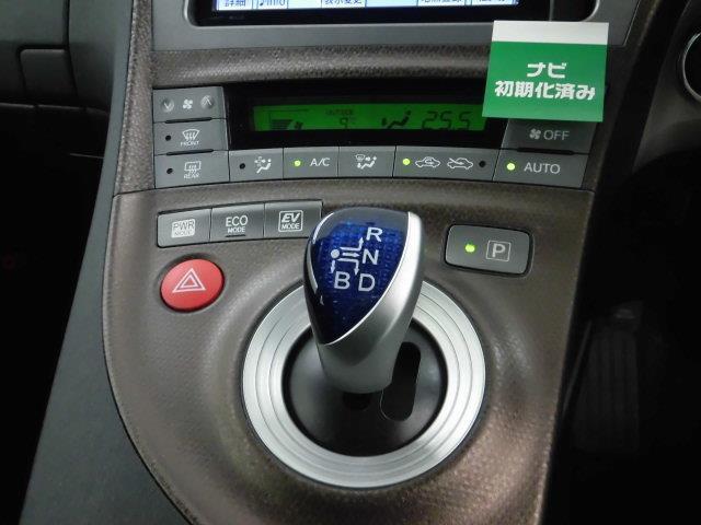 オートエアコン装備なので、室温設定だけで暑い・寒いを感知、自動的に温度調節をしてくれます。、