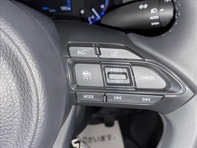 ハイブリッドZ ディスプレイオーディオ 全方位カメラ コーナーセンサー トヨタセーフティセンス レーダークルコン シートヒーター ハーフレザーシート オートホールド ハンドルヒーター LEDヘッドライト(8枚目)