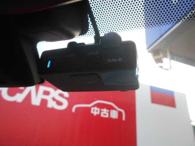 純正ドライブレコーダーです。場所をとらないオールインワンタイプ。フルハイビジョン録画対応により、高精細な映像を記録でき、ナビ画面に映像も映し出せます。