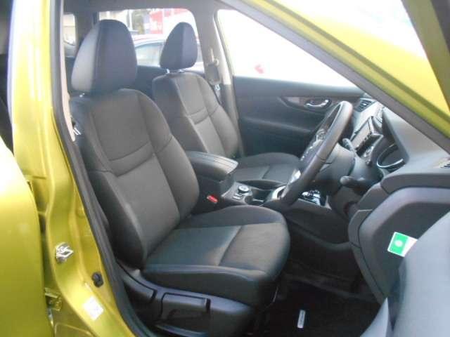 ドライバーのかたと助手席のかたが座るシートです。実際お座りいただくのが、分かりやすいと思います。お気軽にご来店ください