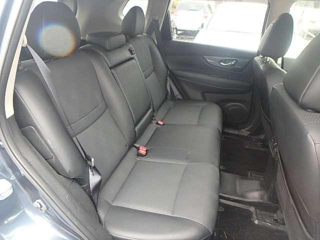 後部座席まわりの写真です。実際に座って乗り心地を確認してみてください。