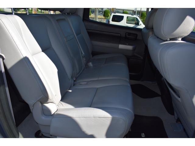 クルーマックス 2007年モデル リフトアップ 新品20インチタイヤホイール 新品ヘッドライト 新品テール 新品オーバーフェンダー 革シート 地デジナビ バイパーセキュリティ エンジンスターター(29枚目)