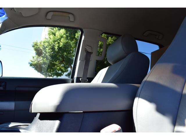 クルーマックス 2007年モデル リフトアップ 新品20インチタイヤホイール 新品ヘッドライト 新品テール 新品オーバーフェンダー 革シート 地デジナビ バイパーセキュリティ エンジンスターター(31枚目)