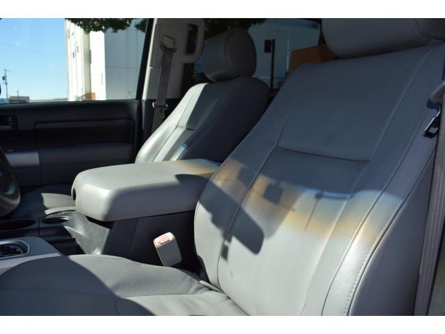 クルーマックス 2007年モデル リフトアップ 新品20インチタイヤホイール 新品ヘッドライト 新品テール 新品オーバーフェンダー 革シート 地デジナビ バイパーセキュリティ エンジンスターター(35枚目)
