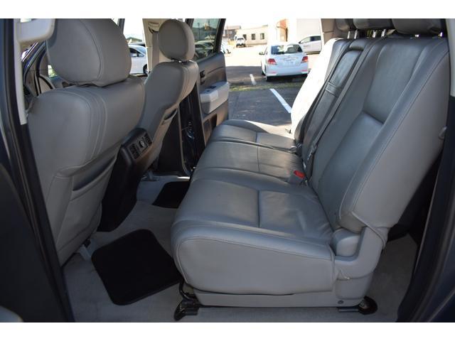 クルーマックス 2007年モデル リフトアップ 新品20インチタイヤホイール 新品ヘッドライト 新品テール 新品オーバーフェンダー 革シート 地デジナビ バイパーセキュリティ エンジンスターター(40枚目)
