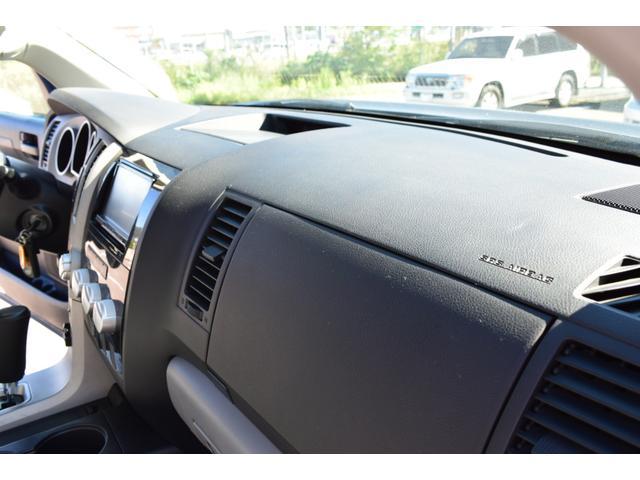 クルーマックス 2007年モデル リフトアップ 新品20インチタイヤホイール 新品ヘッドライト 新品テール 新品オーバーフェンダー 革シート 地デジナビ バイパーセキュリティ エンジンスターター(42枚目)