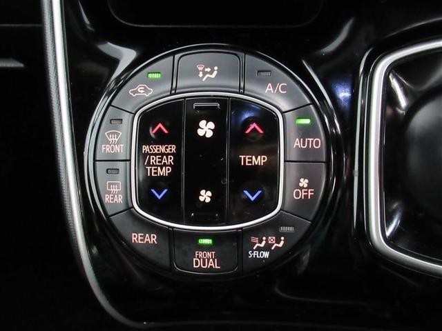 オートエアコン操作パネルです。 すごしやすい快適温度をキープ♪ 左右で設定温度を変えられます。