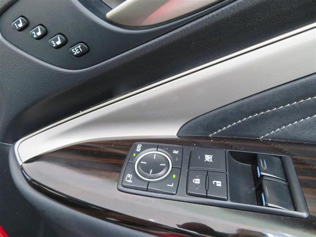 電動格納ドアミラー、集中ドアロック、パワーウインドウ付きです。 シートポジションの登録ができます。