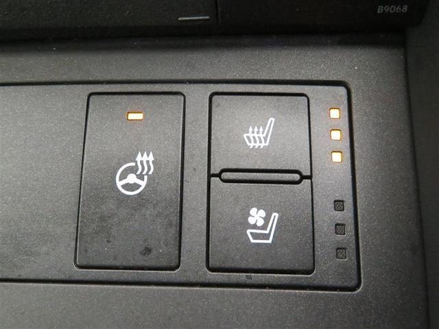 シートヒーター、ステアリングヒーター付きです。