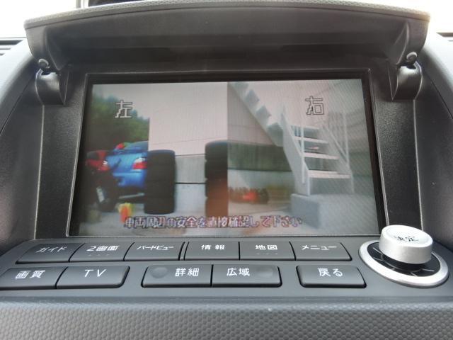 カメラの切り替えでフロントビューの確認ができます。狭い駐車場などで、前後が窮屈な場所でも便利ですね。