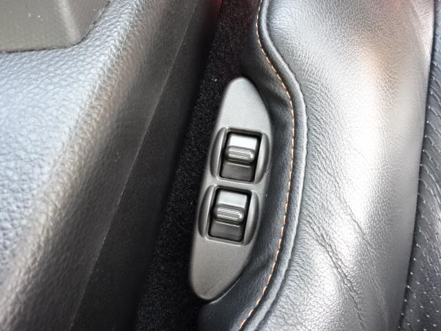 パワーシートです。お好みのシートポジションに細かなセッティングが可能です。