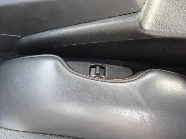 運転席だけでなく、助手席シートもパワーシートになっています。