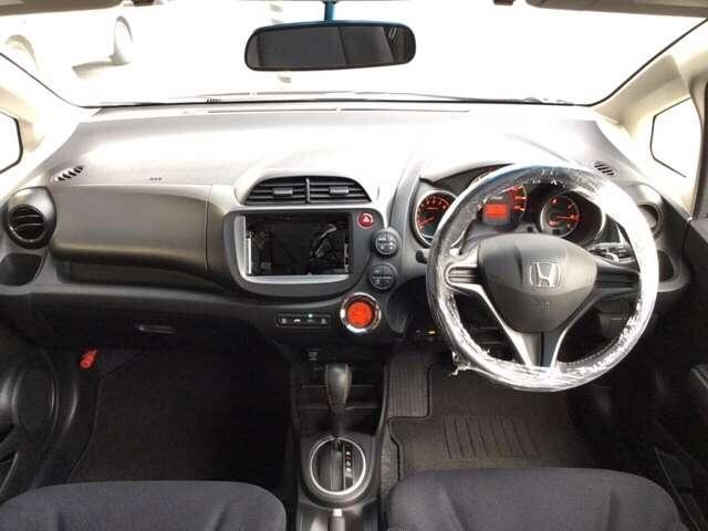 ヘッドライトはオートコントロール付きです。点け忘れ、消し忘れを防止して事故やバッテリー上がりを防いでくれます。