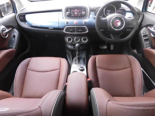★衝突被害軽減ブレーキ付前面衝突警報やアダプティブクルーズコントロール、加えて、500X初採用のオートハイビームヘッドライトを搭載。さらなる安全性にこだわっています。