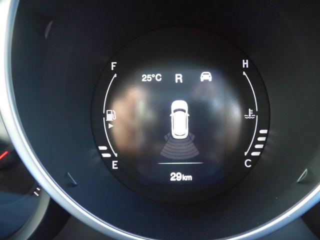 メーターセンター部に配されているモニターには、車両のあらゆる情報を表示します。