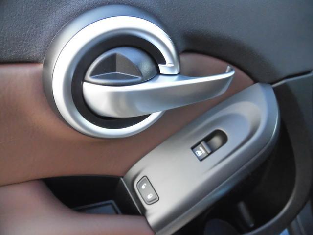 ドアハンドルのデザインは、FIATならではです。