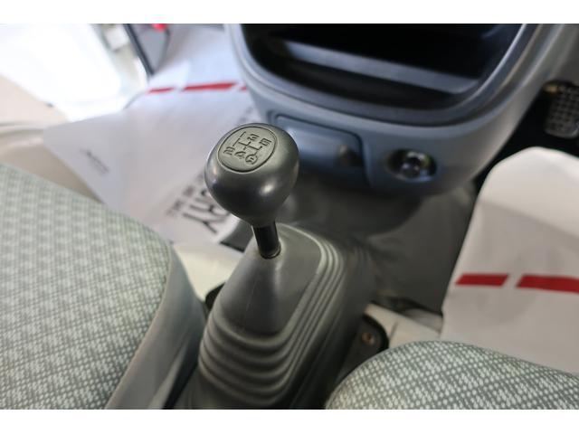【シフト回り】ミッションはシフトショックの無いCVTを搭載。効率が良く低燃費にも貢献します
