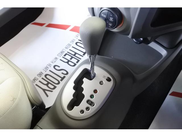 ミッションは燃費に優れたCVTを搭載!変速ショックの無いリニアな加速で快適ドライブです。ガソリン代が上がり、燃費を気にされるお客様にはCVT車がおススメです。