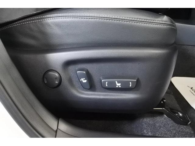 電動でシートを調整する機能です。 前後のスライドやシートの高さ調整など細かい調整が可能です。