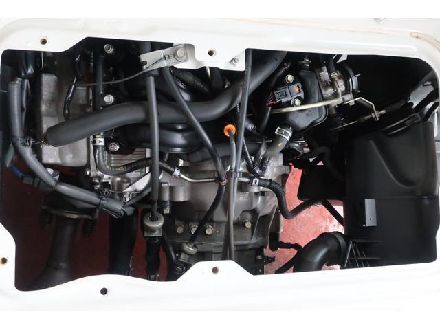 スチームがけでエンジンルームの汚れもスッキリクリーニング!