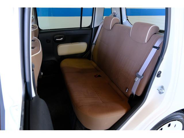 後部シートは簡単な操作でアレンジできます。ご来店いただき触ってみてください。