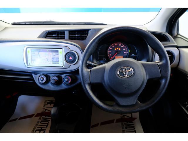 運転席に座った感じはこんな感じでしょうか?ナビの画面が見にくい場合は後席モニターと付けていただくといいかもしれませんね。