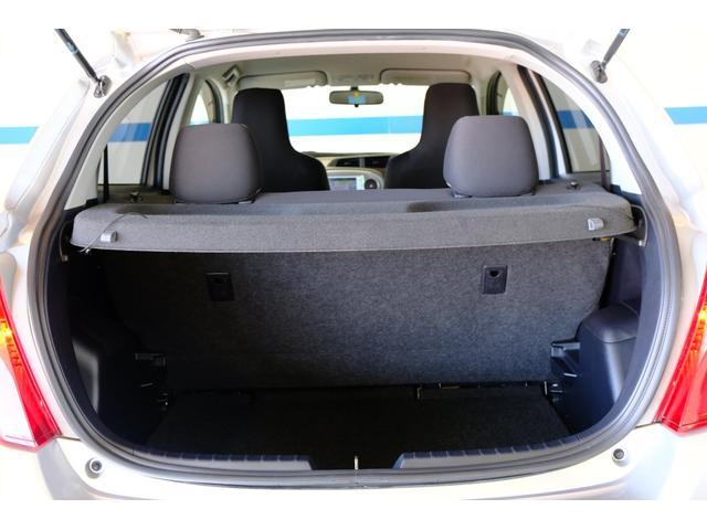 分割シートになっていますので大きな荷物や長い荷物を載せても人が乗れるスペースをしっかり確保できます。