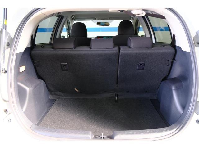 荷物スペースです。シートを倒せば、釣り竿やゴルフバック等、長い荷物を載せられます!使い出すとなかなかいい装備です!