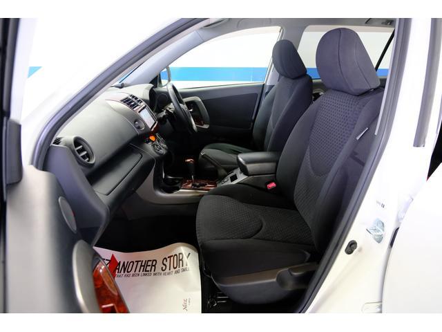 前の席の感じです。ハンドルを握って運転している姿を想像してみてください!!大切な人、大切な家族とどこかに行くことを想像するとワクワクしますよね!