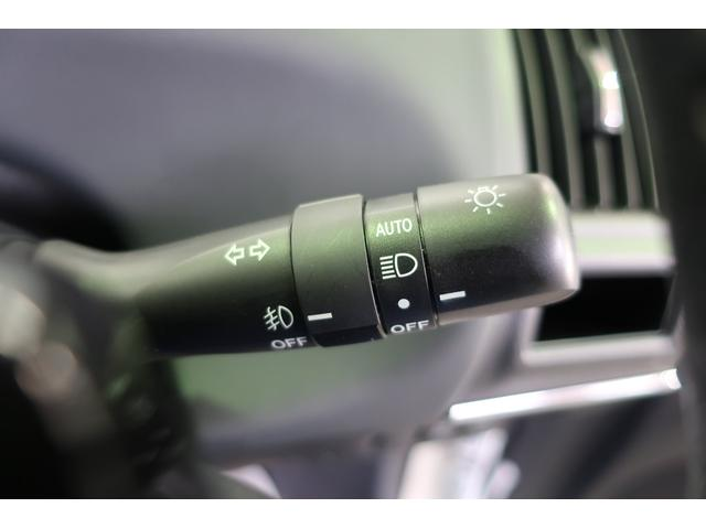 オートライトでトンネル進入や夕方になると自動でライトが点灯・消灯します。