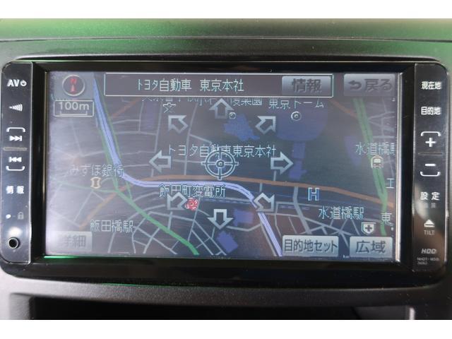 ナビが付いています。『あるとうれしい装備』のあいつです!有料となりますがトヨタ純正のものは地図の更新をすることもできますのでスタッフまでお尋ねください。