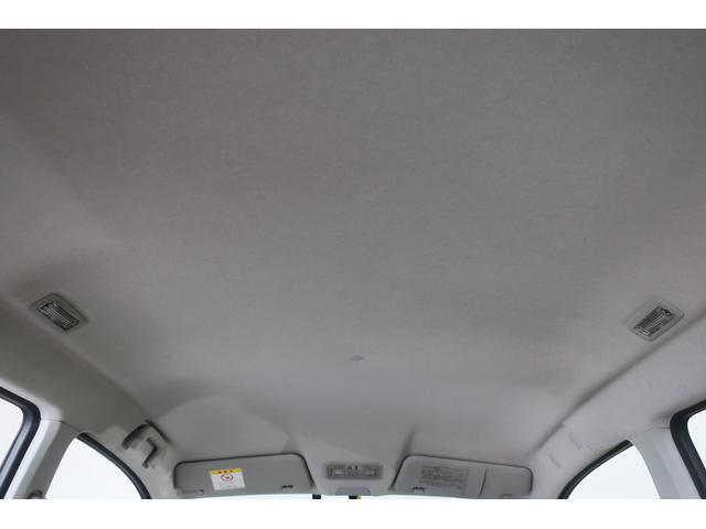 最近の便利装備!!スマートキーです!!持っているだけでドアの開閉、エンジンスタートの操作ができる便利なシステム!!