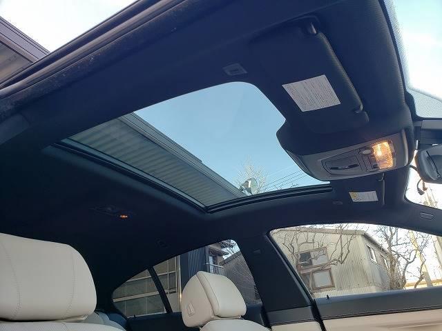 【サンルーフ】装備で車内も明るく、開放的!