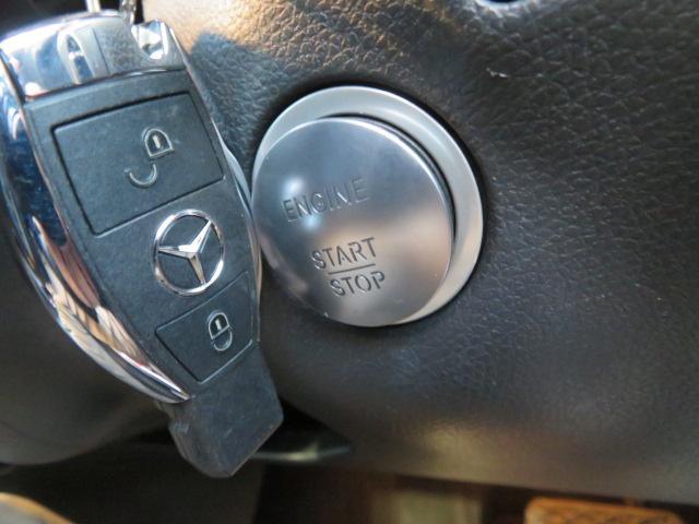 【キーレス&ゴー】装備で鍵を持っているだけでドアの開閉やエンジンの始動が可能です!