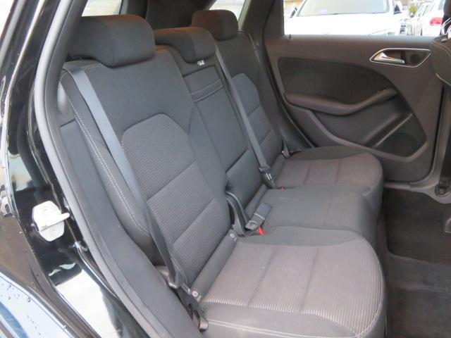 車内もキレイで嫌な臭いもありません。除菌抗菌加工付きの「内装クリーニングパック」もご用意しております。