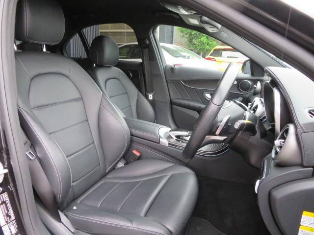 フロントシートのコンディションはもちろん良好です。輸入車ならではの上質なすわり心地と質感を是非お楽しみください。