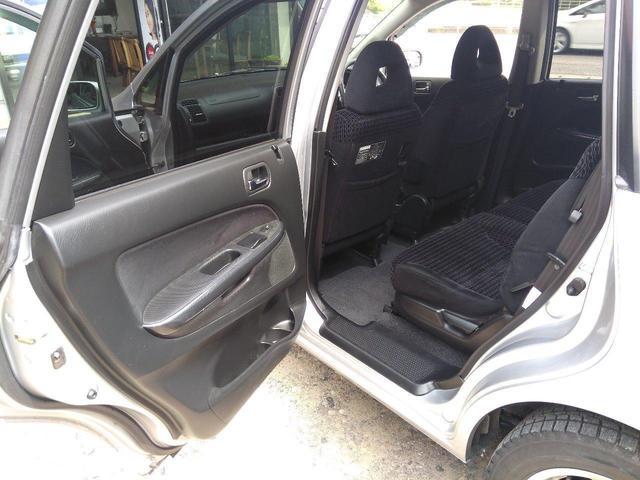 サードシートを収納すれば、広い荷室に早変わり。いざという時に、とっても便利です♪