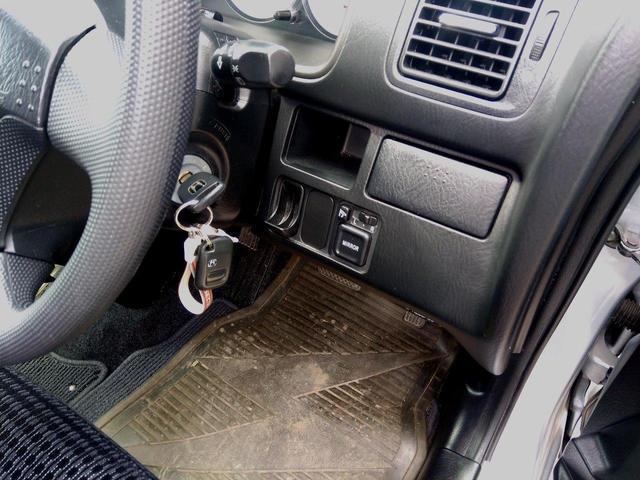 大好評ボディーへのガラスコーティング施工承ります☆ご納車でキレイなのは当たり前♪その後のお手入れは水洗いでOK!いつまでもキレイなお車でお出かけしたいですね☆