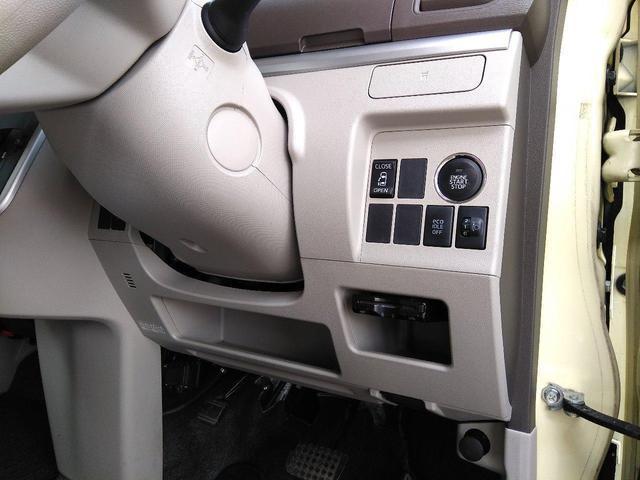 ドリンクホルダーですが、これ以外にもそれぞれのドアにもついてます。アイドリングストップや、ヘッドライトの高さ調整機能も付いてます。