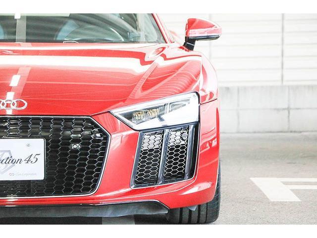 V10クーペ 5.2FSIクワトロ 正規ディーラー車 各所グロスブラック塗分 アクラポビッチマフラー KW車高調 外装スペシャルオーダーカラー ダイヤモンドキルティングレッドステッチ カーボンサイドブレード デコラティブカーボンパネル(12枚目)