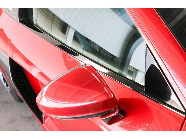 V10クーペ 5.2FSIクワトロ 正規ディーラー車 各所グロスブラック塗分 アクラポビッチマフラー KW車高調 外装スペシャルオーダーカラー ダイヤモンドキルティングレッドステッチ カーボンサイドブレード デコラティブカーボンパネル(17枚目)