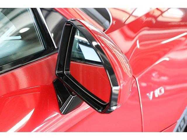 V10クーペ 5.2FSIクワトロ 正規ディーラー車 各所グロスブラック塗分 アクラポビッチマフラー KW車高調 外装スペシャルオーダーカラー ダイヤモンドキルティングレッドステッチ カーボンサイドブレード デコラティブカーボンパネル(18枚目)