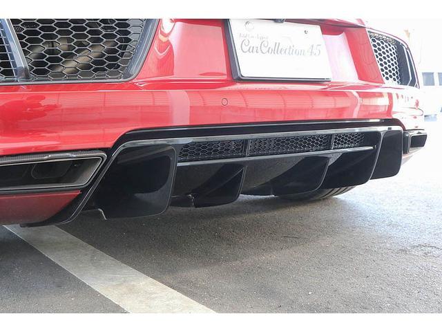 V10クーペ 5.2FSIクワトロ 正規ディーラー車 各所グロスブラック塗分 アクラポビッチマフラー KW車高調 外装スペシャルオーダーカラー ダイヤモンドキルティングレッドステッチ カーボンサイドブレード デコラティブカーボンパネル(22枚目)