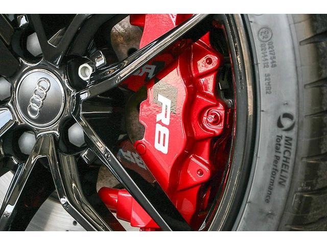 V10クーペ 5.2FSIクワトロ 正規ディーラー車 各所グロスブラック塗分 アクラポビッチマフラー KW車高調 外装スペシャルオーダーカラー ダイヤモンドキルティングレッドステッチ カーボンサイドブレード デコラティブカーボンパネル(25枚目)
