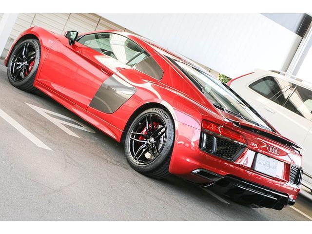 V10クーペ 5.2FSIクワトロ 正規ディーラー車 各所グロスブラック塗分 アクラポビッチマフラー KW車高調 外装スペシャルオーダーカラー ダイヤモンドキルティングレッドステッチ カーボンサイドブレード デコラティブカーボンパネル(33枚目)