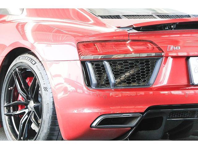 V10クーペ 5.2FSIクワトロ 正規ディーラー車 各所グロスブラック塗分 アクラポビッチマフラー KW車高調 外装スペシャルオーダーカラー ダイヤモンドキルティングレッドステッチ カーボンサイドブレード デコラティブカーボンパネル(34枚目)