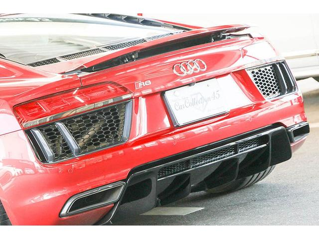 V10クーペ 5.2FSIクワトロ 正規ディーラー車 各所グロスブラック塗分 アクラポビッチマフラー KW車高調 外装スペシャルオーダーカラー ダイヤモンドキルティングレッドステッチ カーボンサイドブレード デコラティブカーボンパネル(36枚目)