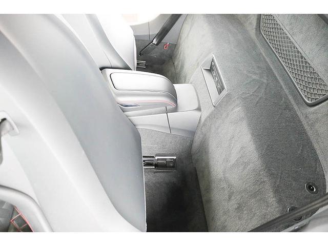 V10クーペ 5.2FSIクワトロ 正規ディーラー車 各所グロスブラック塗分 アクラポビッチマフラー KW車高調 外装スペシャルオーダーカラー ダイヤモンドキルティングレッドステッチ カーボンサイドブレード デコラティブカーボンパネル(51枚目)