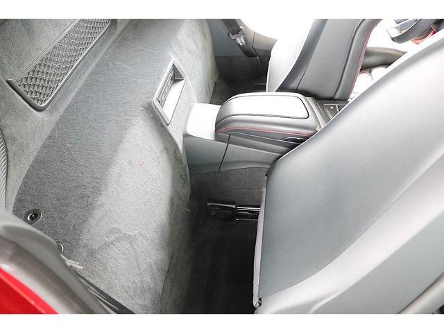 V10クーペ 5.2FSIクワトロ 正規ディーラー車 各所グロスブラック塗分 アクラポビッチマフラー KW車高調 外装スペシャルオーダーカラー ダイヤモンドキルティングレッドステッチ カーボンサイドブレード デコラティブカーボンパネル(54枚目)